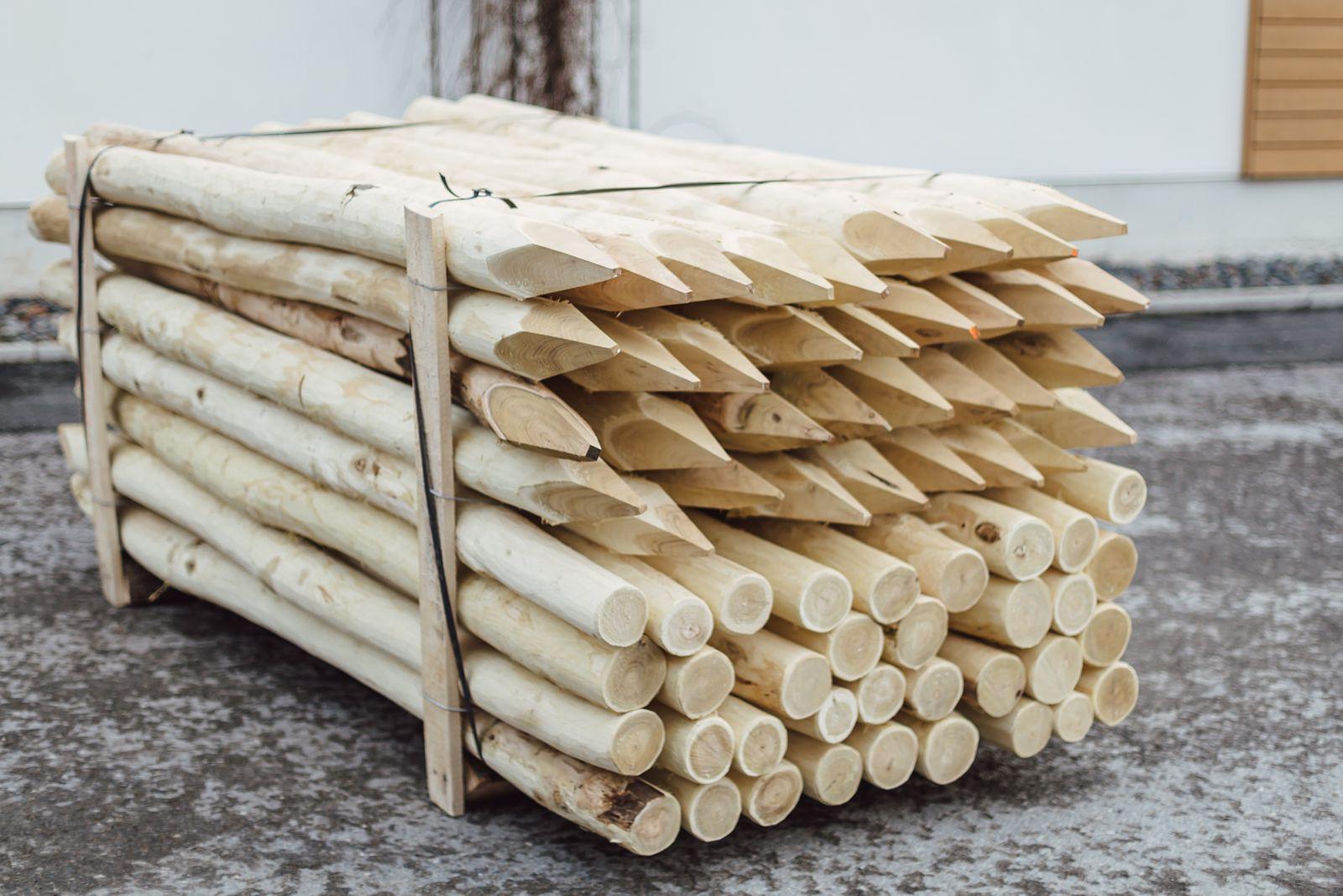 robinienpf hle wie gewachsen gesch lt gefast gespitzt robinienholz handel. Black Bedroom Furniture Sets. Home Design Ideas